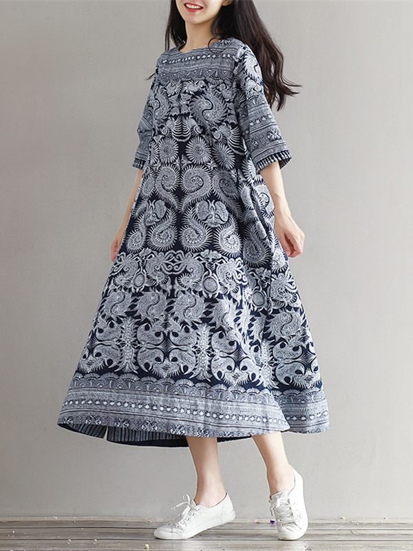 Свободное голубое платье с принтом в этно стиле