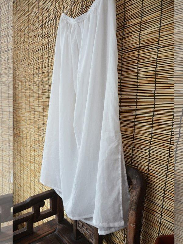 Легкая юбка белого цвета со свободной талией