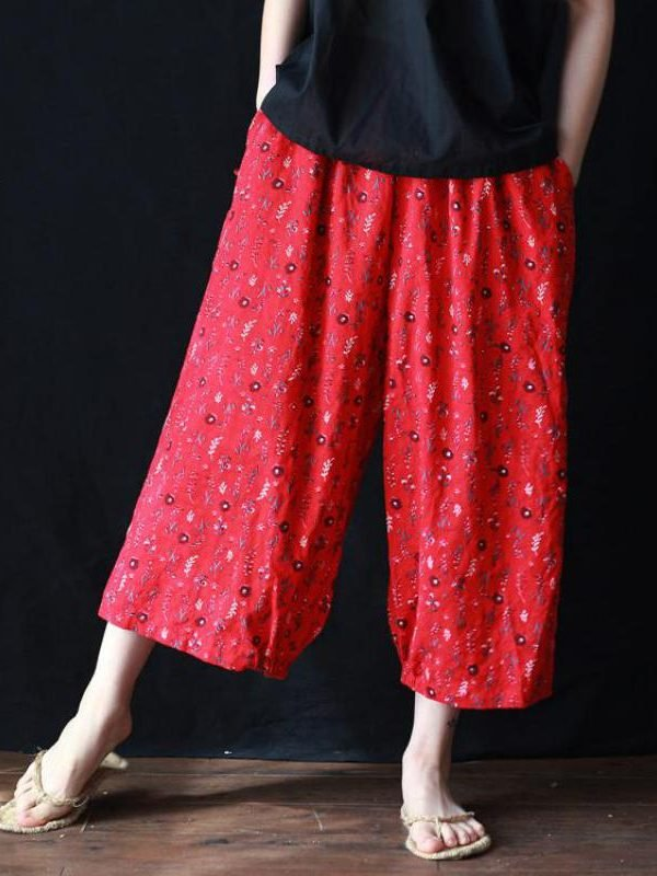 Укороченные брюки красного цвета с цветочным принтом